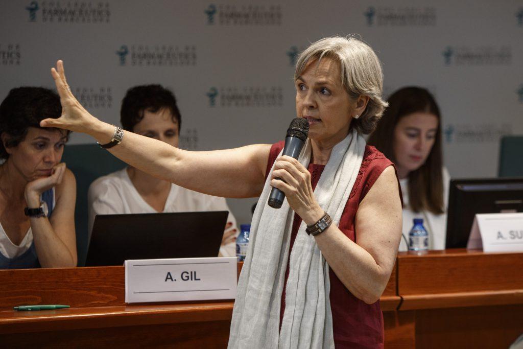Cristina Rodríguez, cap del Departament de Formació i Desenvolupament Professional del COFB, durant la presentació de la nova formació.
