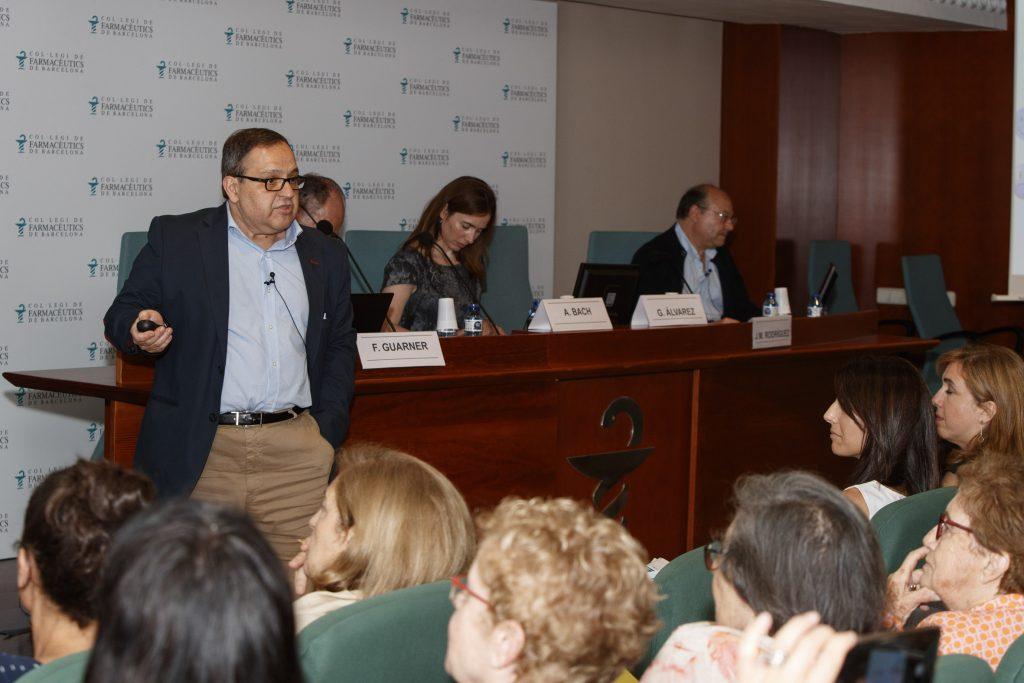 El doctor Guillermo Álvarez, president de SEMIPyP, durant la seva presentació.