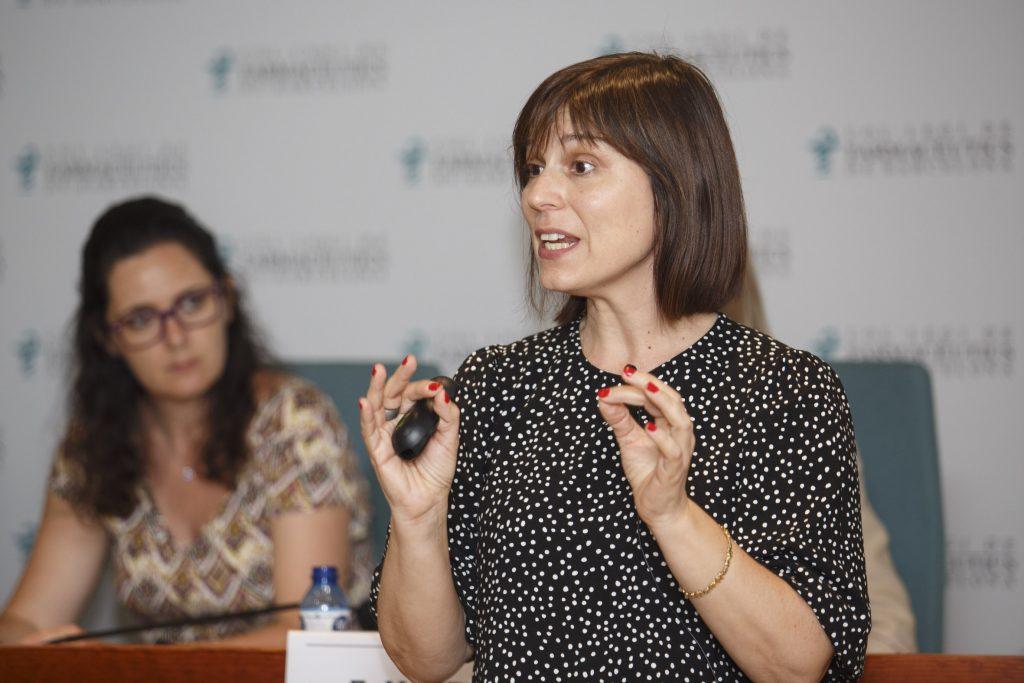 La farmacèutica Mónica Lizondo, durant la seva conferència 'Noves tendències en actius cosmètics'.