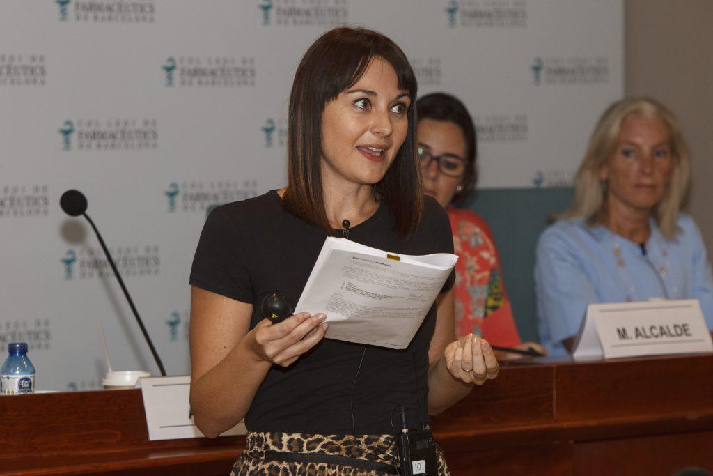Ambra Orini, en un moment de la conferència.