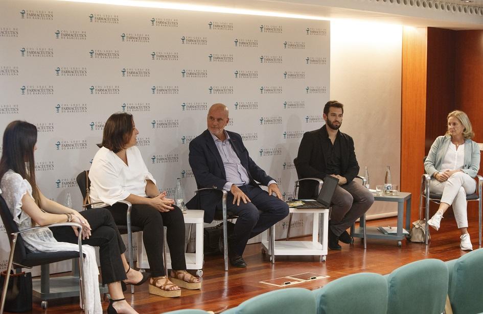 """Un moment de la xerrada """"Influencers a la farmàcia"""" en una nova edició del Fòrum MGOF"""