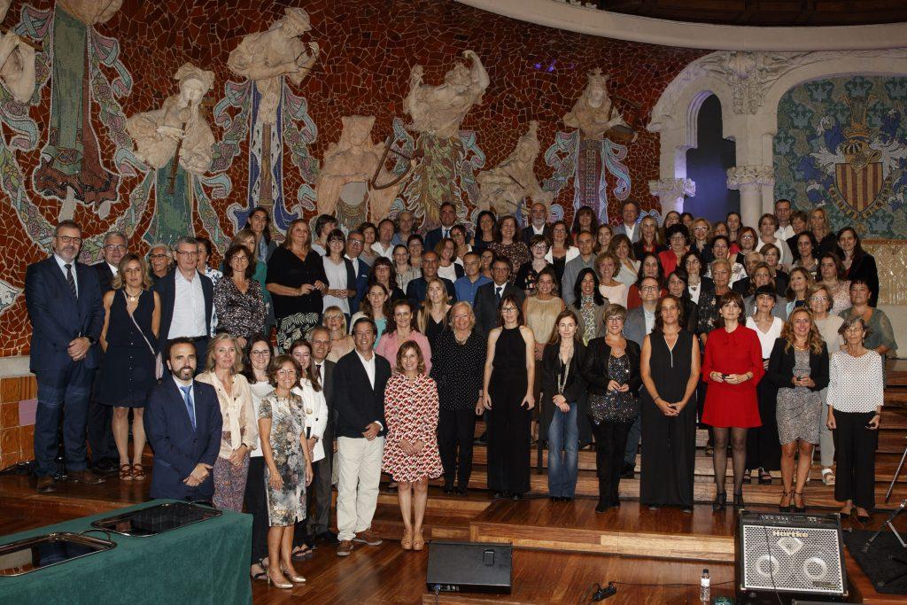 Foto de grup amb els col·legiats que celebraven 25 anys de col·legiació.