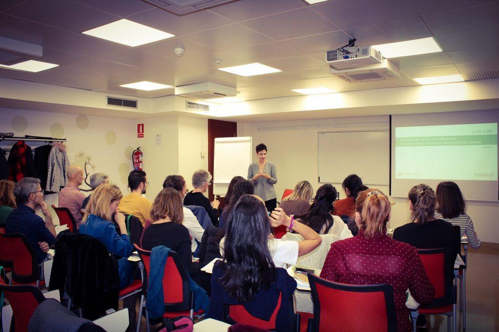 """Un moment d'una de les sessions presencials de la formació """"Processos de venda i consell actiu: les necessitats del client com a punt de partida""""."""