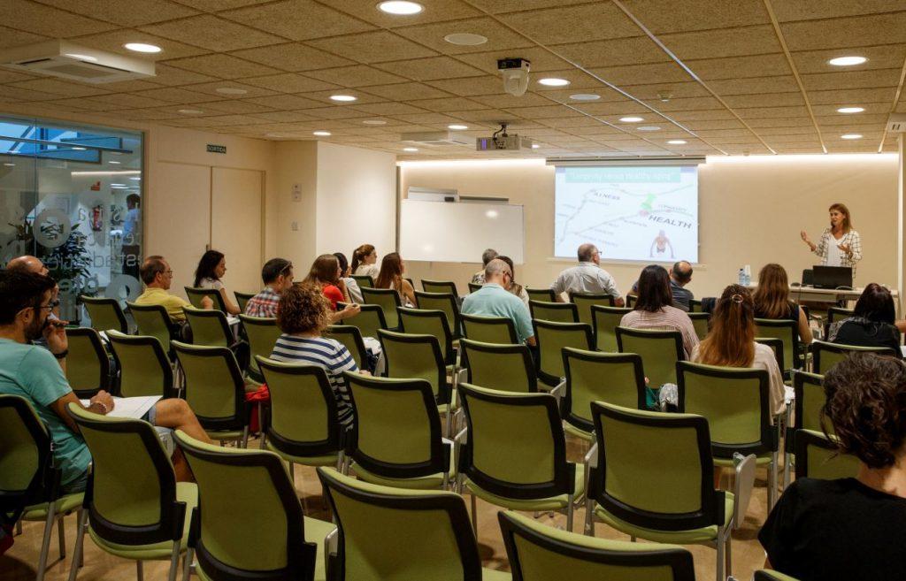 Antonia Lizárraga, metgessa especialista en medicina de l'esport, en un moment de la seva presentació.