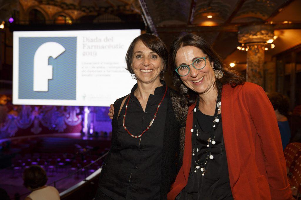Les germanes Hortènsia i Imma Feliu, farmacèutiques que complien 25 anys de col·legiació.