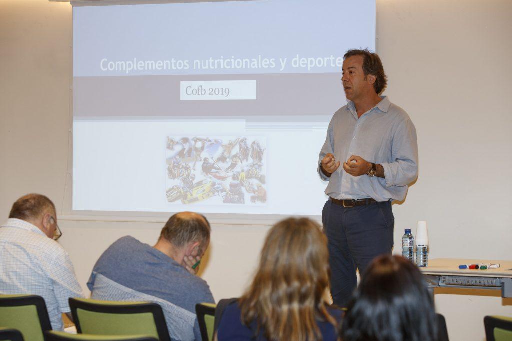 Guillermo Bagaría, responsable d'Atenció Farmacèutica del COFB, durant la presentació de la formació.