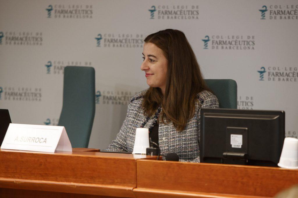 Aina Surroca, vocal del COFB, responsable de la Comissió delegada de formació continuada, va ser l'encarregada de moderar la sessió.