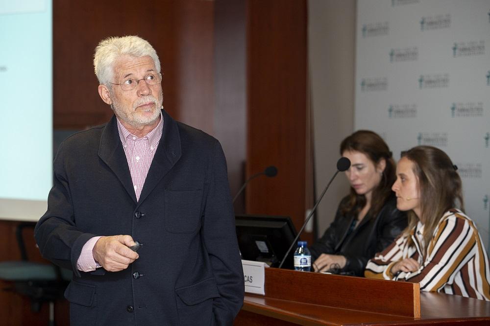 El Dr. Benjamin Martín en un moment de la conferència.