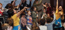 La festa infantil omple de cançons i balls el Col·legi