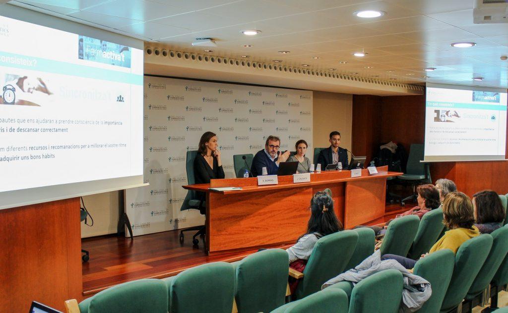 Joan Calduch, tresorer del Col·legi de Farmacèutics de Barcelona i responsable de la Comissió de Compromís Social del COFB, va ser l'encarregat de presentar el projecte, acompanyat per Anna Bach-Faig (dreta), vocal d'Alimentació i Nutrició del Col·legi de Farmacèutics Barcelona i membre de la Comissió de Compromís Social del COFB, Xantal Borràs (esquerra), llicenciada en Educació Física i doctora en Activitat Física i Esport i Miquel Vilar (dreta), director de projectes de BIWEL.