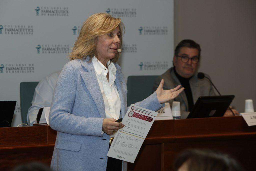 Montse Gironès, vocal d'Ortopèdia del COFB en un moment de la sessió.