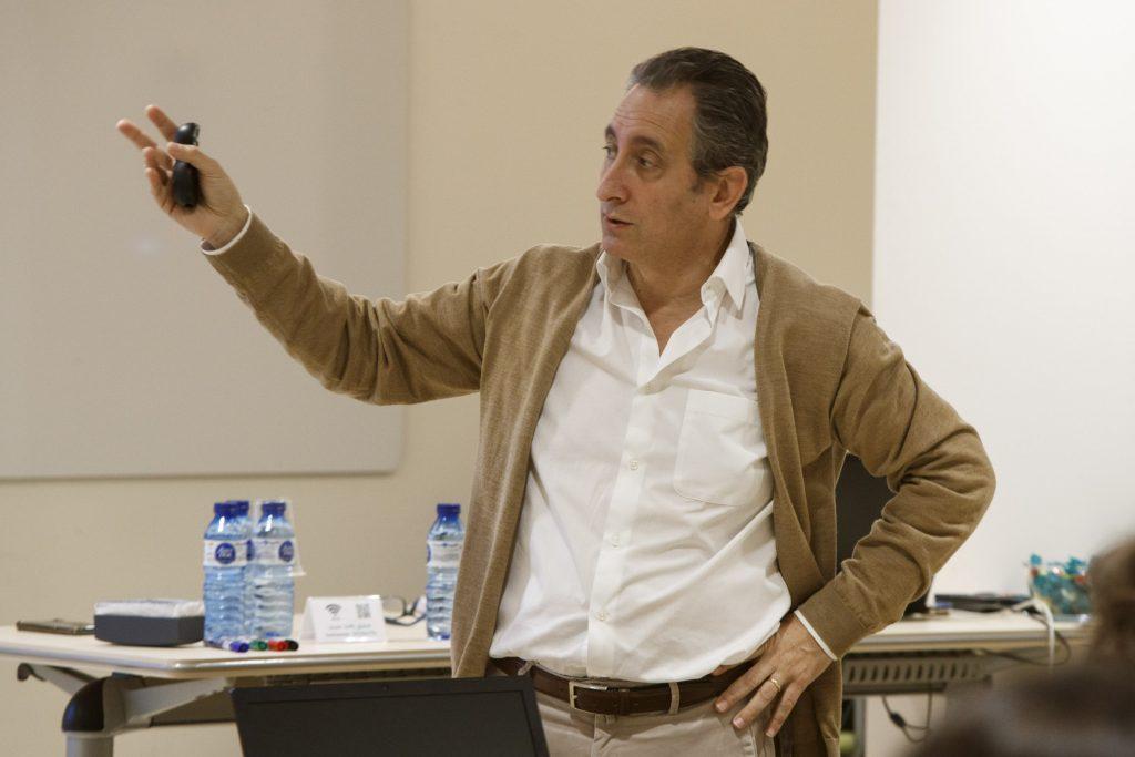 El Dr. Miguel Ángel Casado, durant un moment de la sessió.