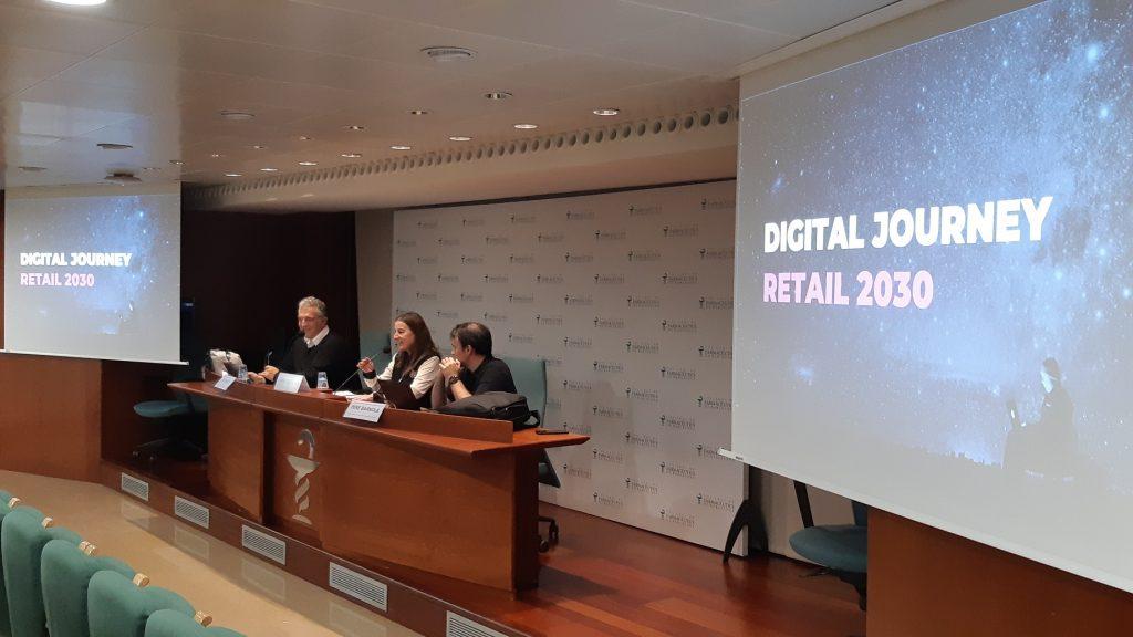Aina Surroca, vocal del COFB i responsable de la Comissió delegada de formació continuada, va introduir la sessió, a càrrec de Pau Virgili (a la seva dreta) i Pere Barnola.