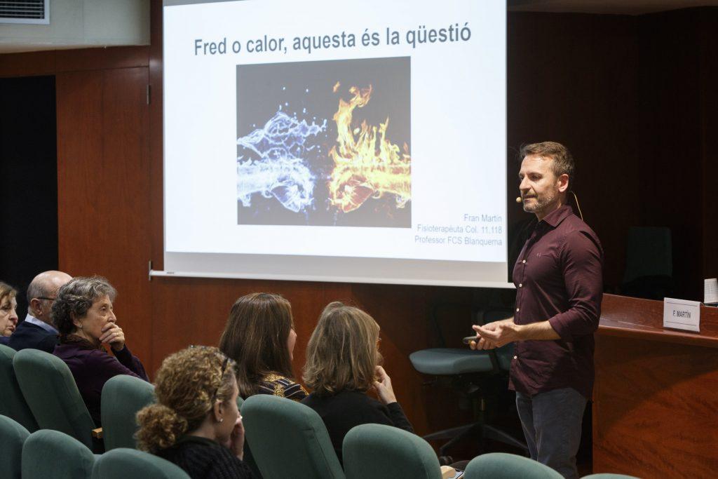 """Francesc Martín Orive durant la seva presentació """"Fred i calor, aquesta és la qüestió""""."""