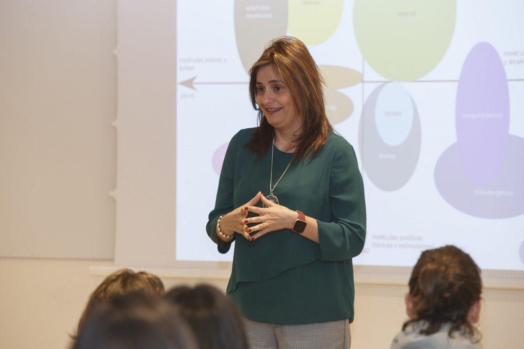 La farmacèutica Matilde García va ser una de les professores del curs.
