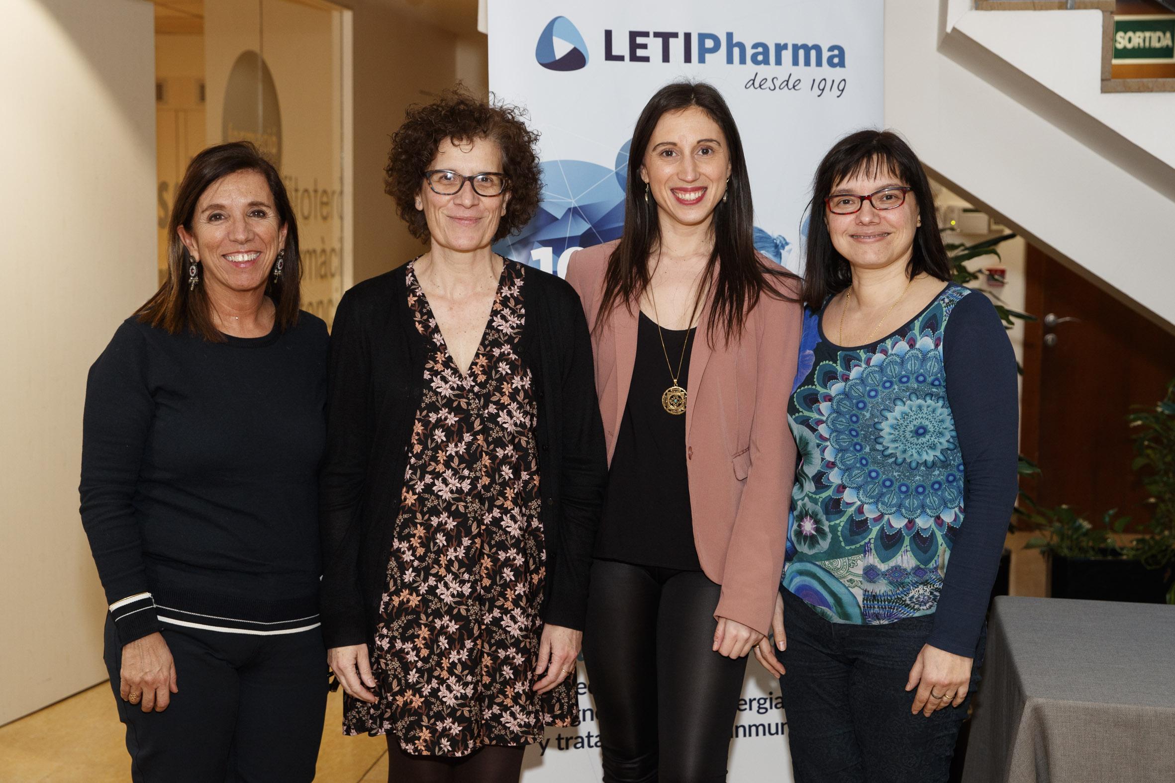 D'esquerra a dreta: Cristina Roure, vocal d'Hospitals del COFB; M. Teresa Dordal Culla, presidenta de la Societat Catalana d'Al·lèrgia i Immunologia Clínica, Clara Padró, membre del Comitè d'Al·lèrgia respiratòria de la SCAIC i Marta Viñas, cap del Servei d'Al·lèrgia del Consorci Sanitari de Terrassa.