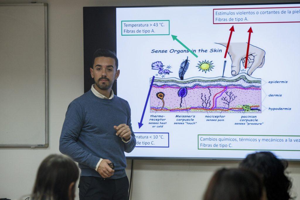 La formació va estar impartida per Alfredo Quevedo, responsable científic de Pranarôm España.