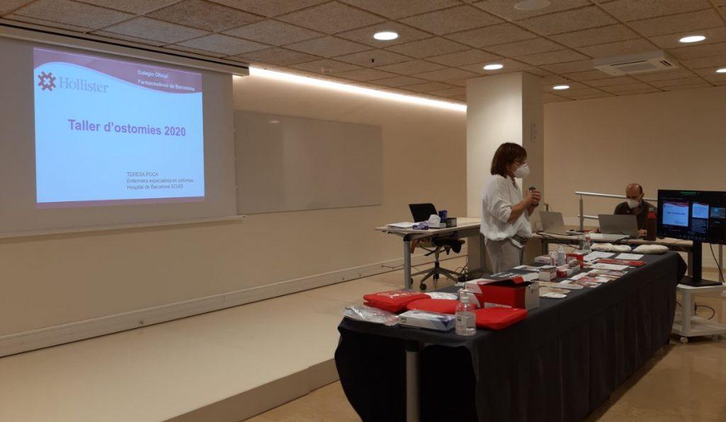Teresa Poca, infermera estomaterapeuta i supervisora de Servei de Cirurgia de l'Hospital de Barcelona, en un moment de la formació.
