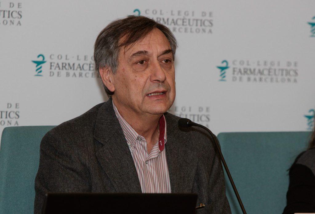 Josep Allué, vocal de Plantes Medicinals i Homeopatia del COFB, va moderar la sessó.