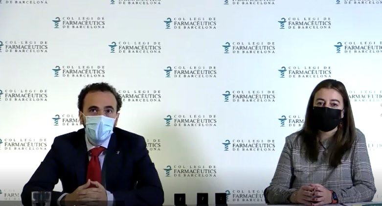 Jordi Casas i Aina Surroca, en un moment de l'homenatge als farmacèutics que complien 50 i 75 anys com a col·legiats.
