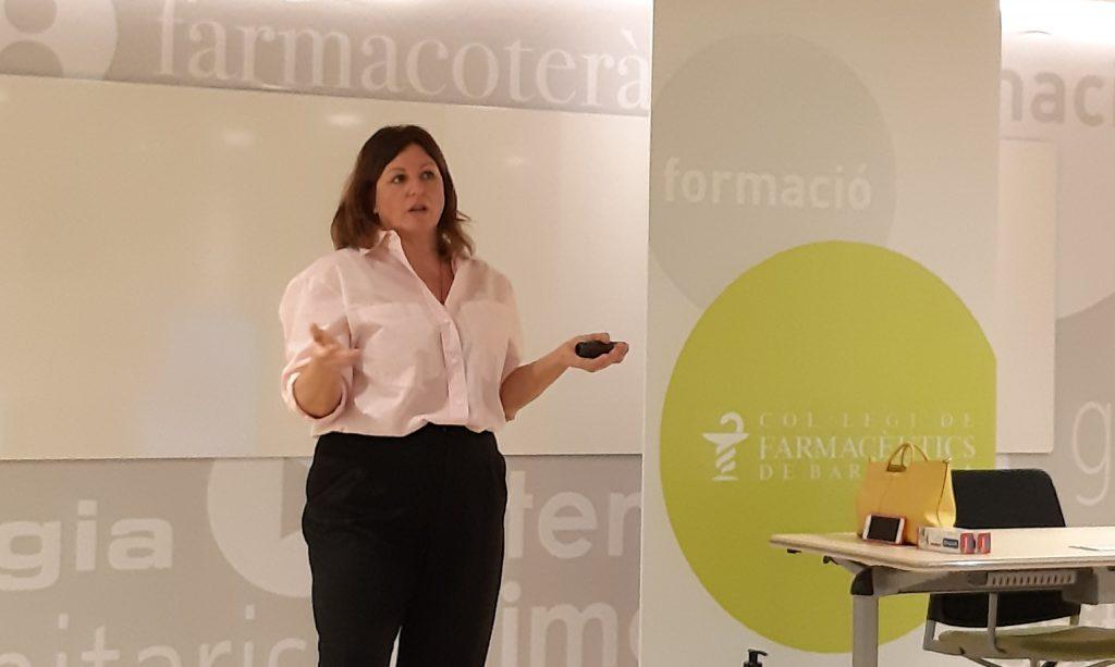 Marta Pérez,trade marketing manager de Dentaid, a la darrera sessió del curs.