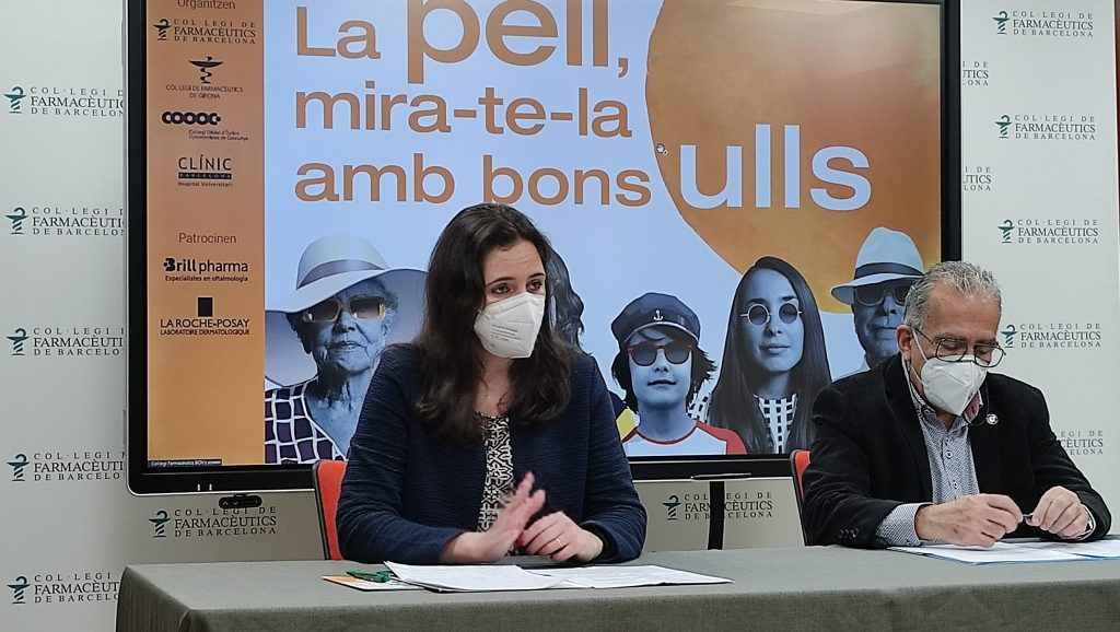 Marta Alcalde, vocal de Dermofarmàcia i Productes Sanitaris del COFB i Alfons Bielsa, president del COOOC.