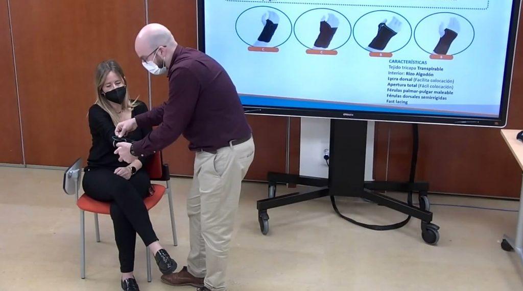 La sessió formativa també va tenir la seva vessant pràctica per part del docent.