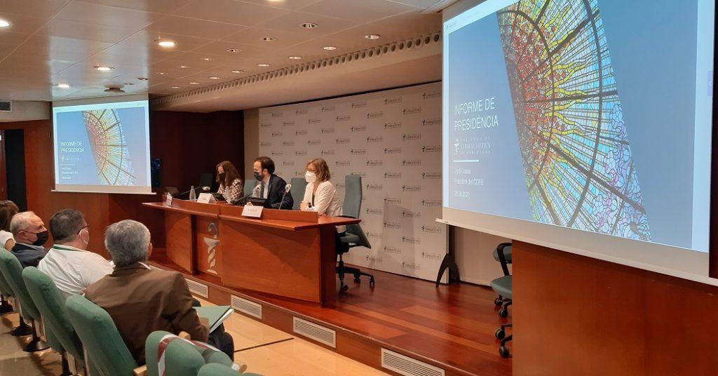 D'esquerra a dreta, 3 dels membres de la Junta del COFB: Aina Surroca, secretària; Jordi Casas, president i Núria Bosch, vicepresidenta.