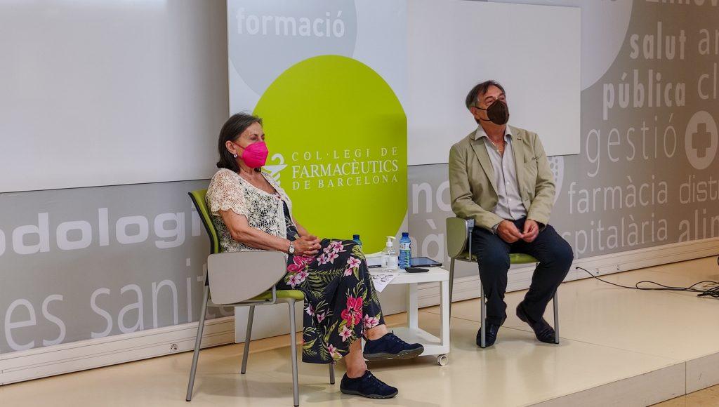 Josep Allué, vocal de Plantes Medicinals i Homeopatia del COFB introdueix a la ponent María José Alonso,farmacèutica comunitària, membre de les vocalies de Plantes Medicinals i Homeopatia i d'Alimentació del COFB.