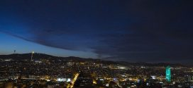 La Torre Glòries de Barcelona s'ha tornat a il·luminar de verd la nit del 22 de setembre, amb motiu de les celebracions del Dia Mundial del Farmacèutic