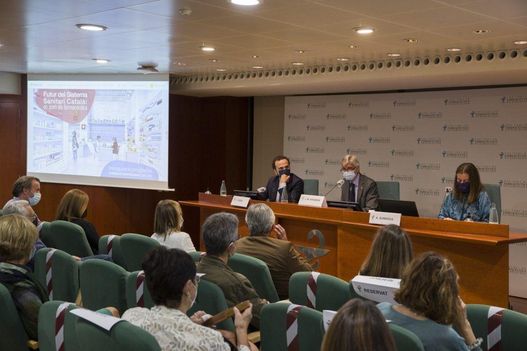D'esquerra a dreta: Jordi Casas, president del COFB; Josep Maria Argimon, conseller de Salut de la Generalitat i Aina Surroca, secretària i responsable de la Comissió Delegada de Formació Continuada del COFB.